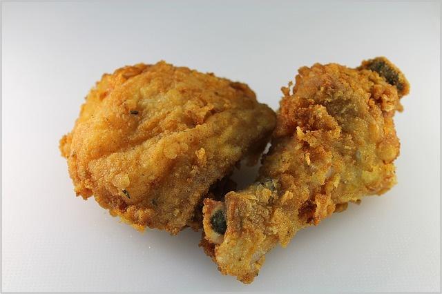 コンビニフライドチキン 平均カロリー